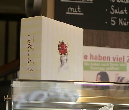Café Michel: Коробочка для пироженого на вынос