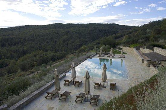 Rosewood Castiglion Del Bosco : pool at dusk