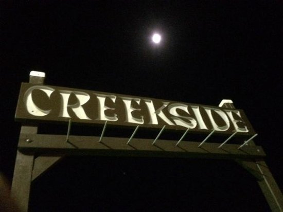 Creekside Inn Islamorada: Moonrise over wharf out back