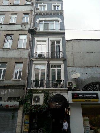 Portus House Istanbul: Portus House - streetview