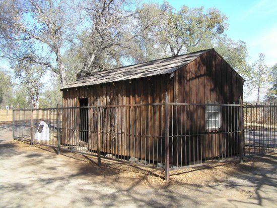 Mountain Retreat Resort, a VRI resort: Mark Twain's cabin (1865) near Angel's Camp.