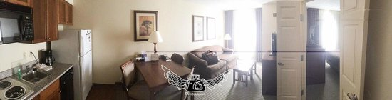 Staybridge Suites Memphis - Poplar Ave East: king suite