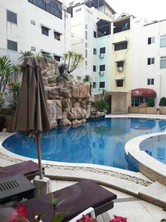 LK Metropole : pool