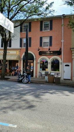 Lily Asian Restaurant : Exterior of restaurant