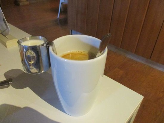 Hich Hotel Konya: Good coffe with milk hanging form side