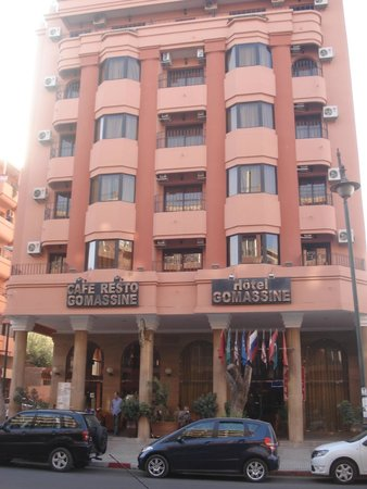 Hotel Gomassine : Front of the hotel and cafe