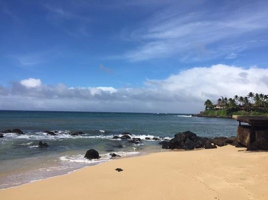 Paia Inn Hotel: beach access from hotel