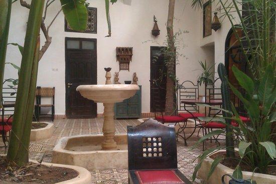 Riad Dar Tayib: The beautiful courtyard