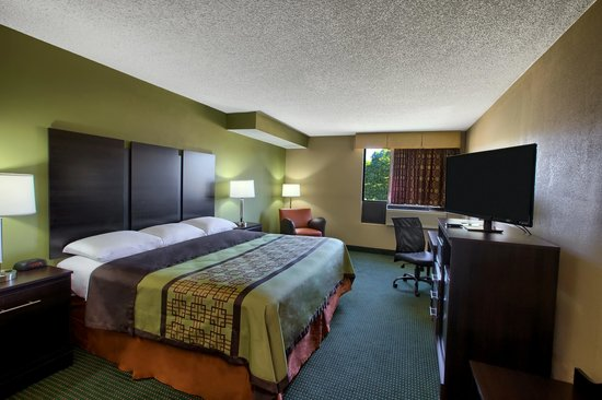 Super 8 Raleigh North East : King Room