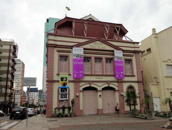 Treze de Maio Theater