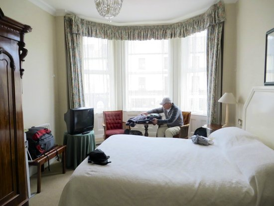 Foyles Hotel: Our room.
