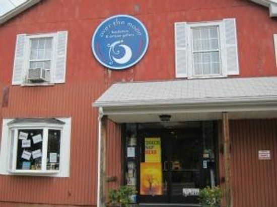 Crozet, VA: Quality fiction, nonfiction, and children's books; locally made artisan crafts; gifts and cards.
