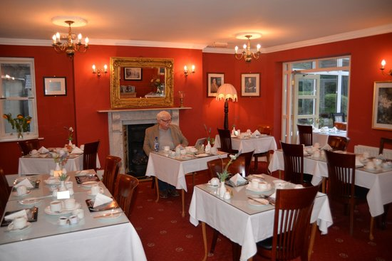 Waterloo House: Having breakfast in the Dining room and checking news back home on my iPad...!