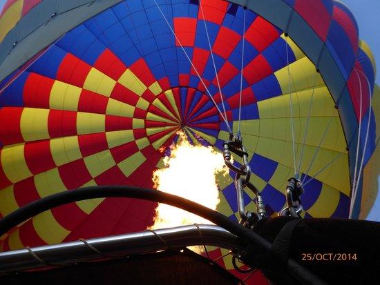 Sunrise Balloons : Getting the balloon ready.