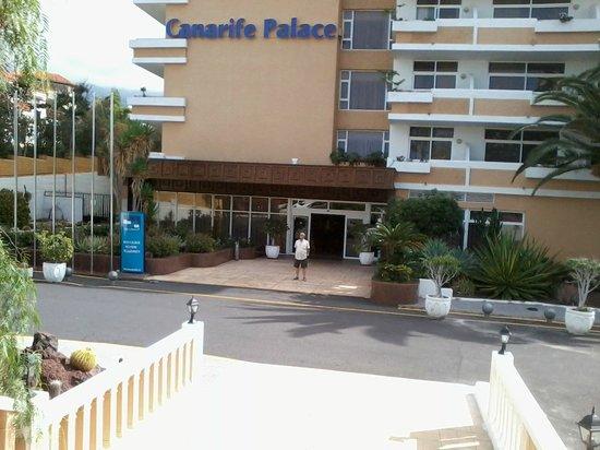 Blue Sea Puerto Resort : Entrada al hotel