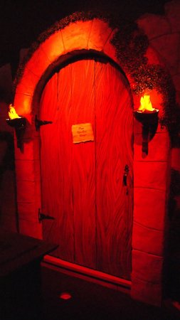 Ghost Golf Indoor Miniature Golf: knock if you dare