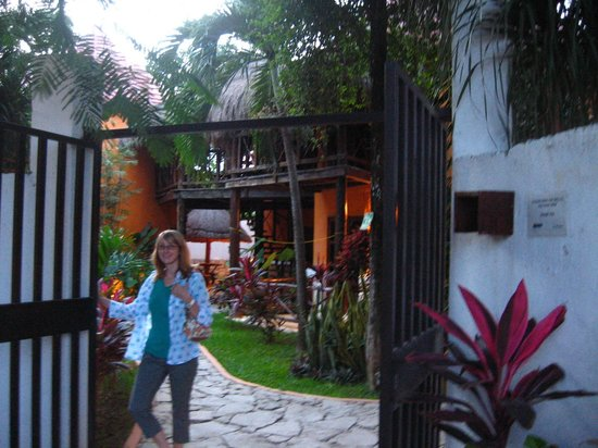 Uolis Nah: Excellent Grounds - Cool Decor
