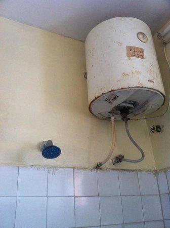 Al Uruba Hotel: Water Heater