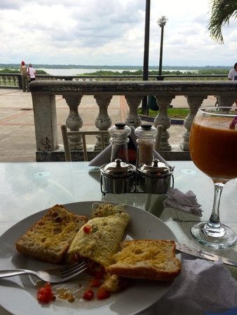 Dawn on the Amazon Cafe: Good food with view