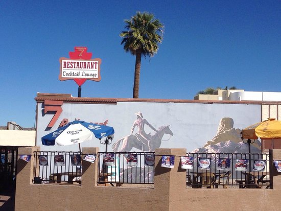 Rancho 7 Restaurant and Lounge: Mural outside