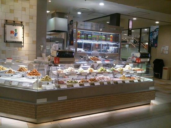 RF1 Hakata Hankyu: 博多阪急の地下の惣菜コーナーにあります。