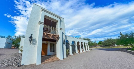 Tubac, AZ: The Building Exterior