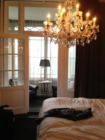 Hotel Villa Trompenberg: view of the interior of the bed room as well as the atrium or sun-room