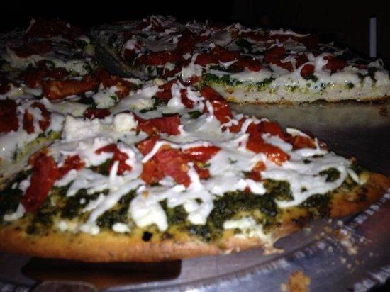 Satchel's Pizza : Gluten-Free Vegan Pesto Pizza!