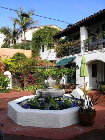 Spanish Garden Inn: Peaceful courtyard