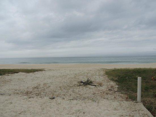Pousada Vivamar: praia em frente a pousada
