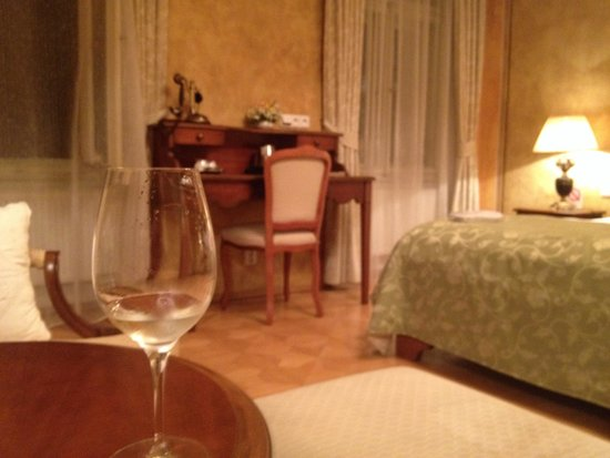 Hotel U Jezulatka: Wish I had more pictures of our beautiful room!