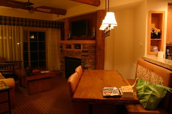Lodges at Timber Ridge Branson: dinning room/living room