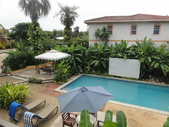 The Inn at Twin Palms: Pool and screen for movies