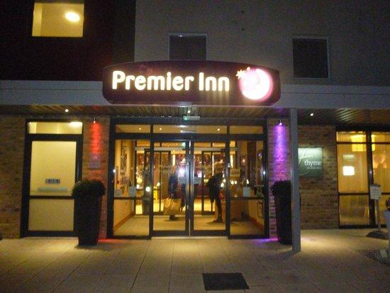 Premier Inn Bristol Cribbs Causeway (M5, J17) Hotel: All lit up