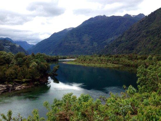 Las Bandurrias Eco Hostal: Cochamó valley. Pretty beautiful!