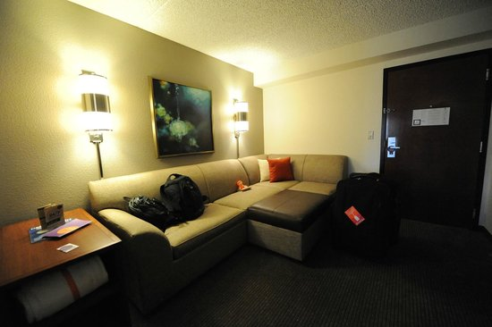 Hyatt Place Scottsdale/Old Town: Small living area but nice