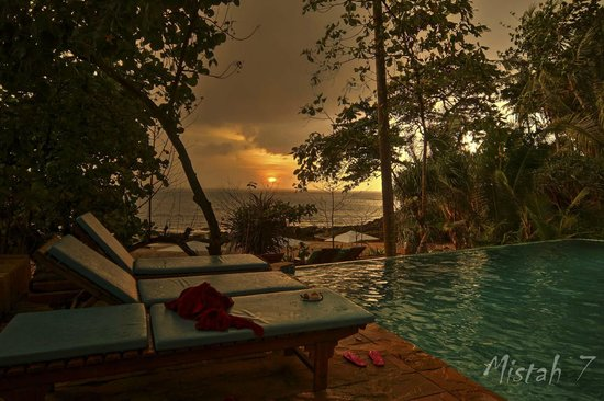 Narima Bungalow Resort: View over the pool
