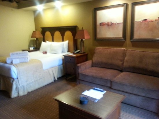 Lockoff bedroom living room picture of sedona summit for Sedona cabins and lodges