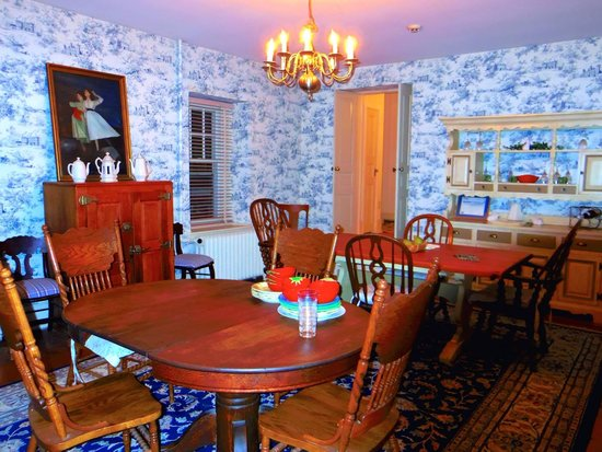 Boxwood Inn Bed & Breakfast: Gorgeous dining room