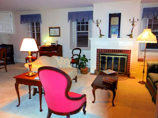 Boxwood Inn Bed & Breakfast: Sitting room
