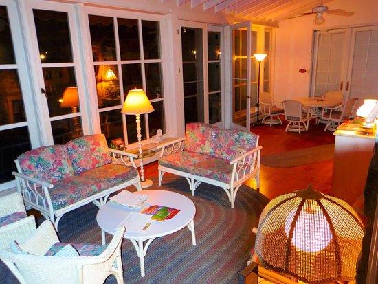 Boxwood Inn Bed & Breakfast: Garden room