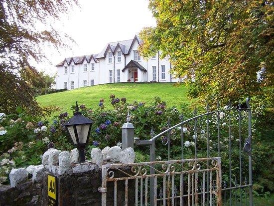 Muxnaw Lodge: the driveway