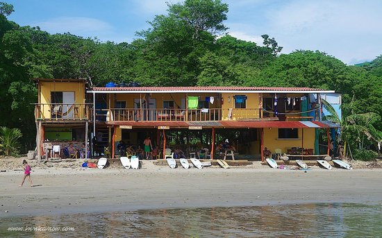 Hostel Los Tres Hermanos: Low Tide at Playa Maderas