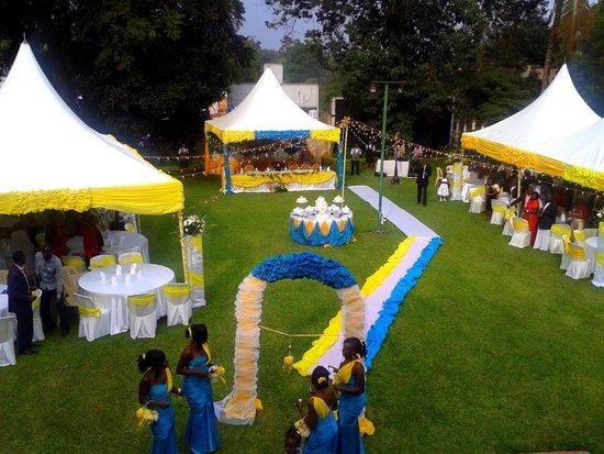 Fairway Hotel Large Gardens For Weddings