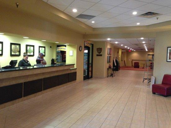 La Quinta Inn & Suites Minneapolis Bloomington W : Front desk