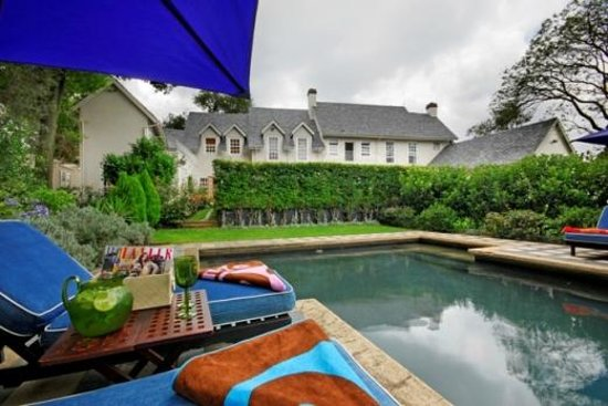 33 Melville Road : Secluded Pool area surrounded by tall standing hedges giving you privacy