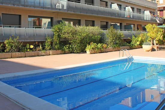 Aura park nord apartment reviews barcelona catalonia for Swimming pool show barcelona