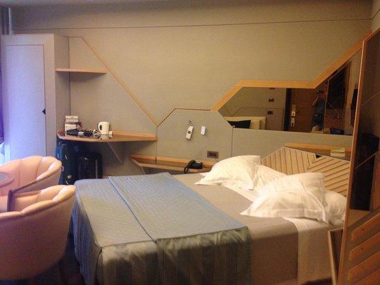 Hotel Isa: Comfy room