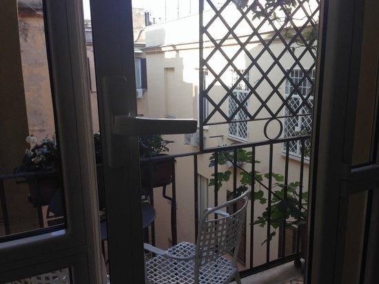 Hotel Isa: Balcony