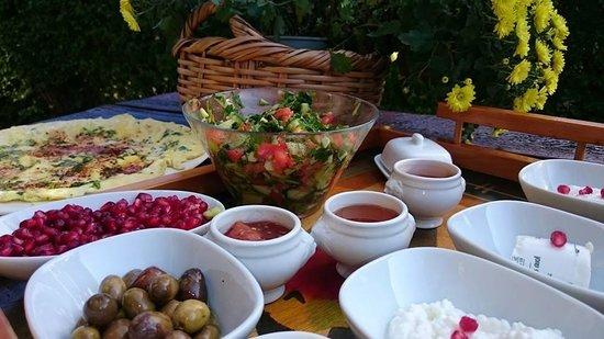 Etsel Amira Ve George: Breakfast